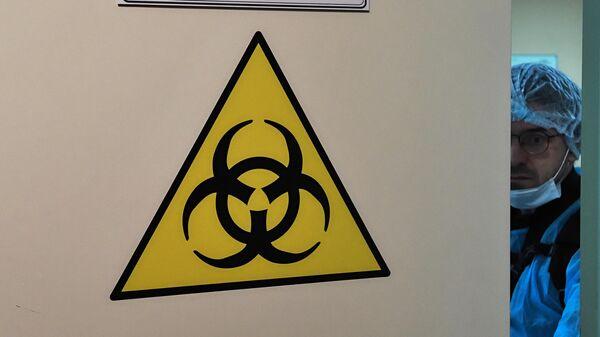 Дверь помещения отдельного режимного корпуса Городской клинической инфекционной больницы имени С. П. Боткина