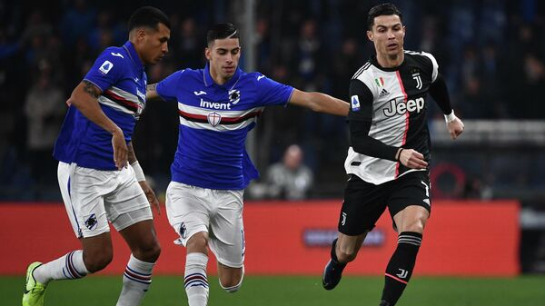 Sampdoria's Italian defender Fabio Depaoli (C) and Juventus' Portuguese forward Cristiano Ronaldo (R) go for the ball during the Italian Serie A football match Sampdoria vs Juventus on December 18, 2019 at the Luigi-Ferraris stadium in Genoa. (Photo by Marco Bertorello / AFP)
