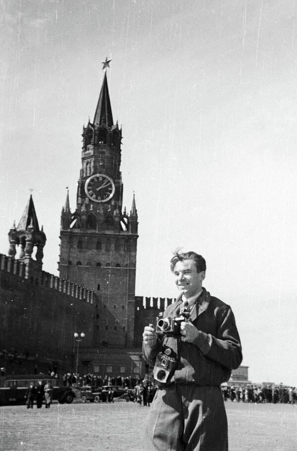Фоторепортер А. Красавин на Красной площади в День Победы