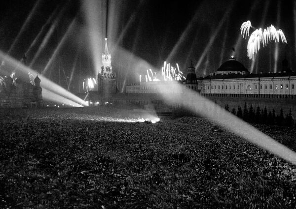 Салют Победы на Красной площади. 9 мая 1945 года