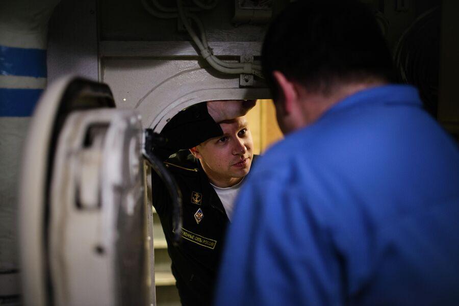 Моряки на борту атомной подводной лодки Северодвинск