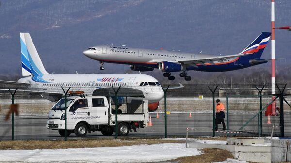 Самолеты в аэропорту Владивостока