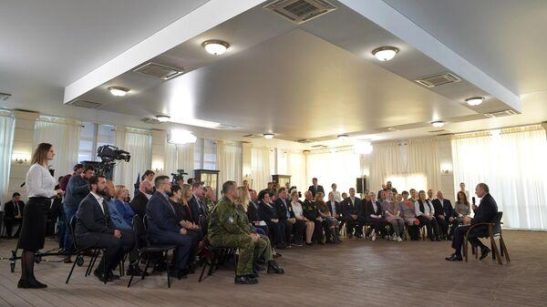 Президент РФ Владимир Путин во время встречи с общественностью в музейно-выставочном комплексе Константиновская батарея в Севастополе