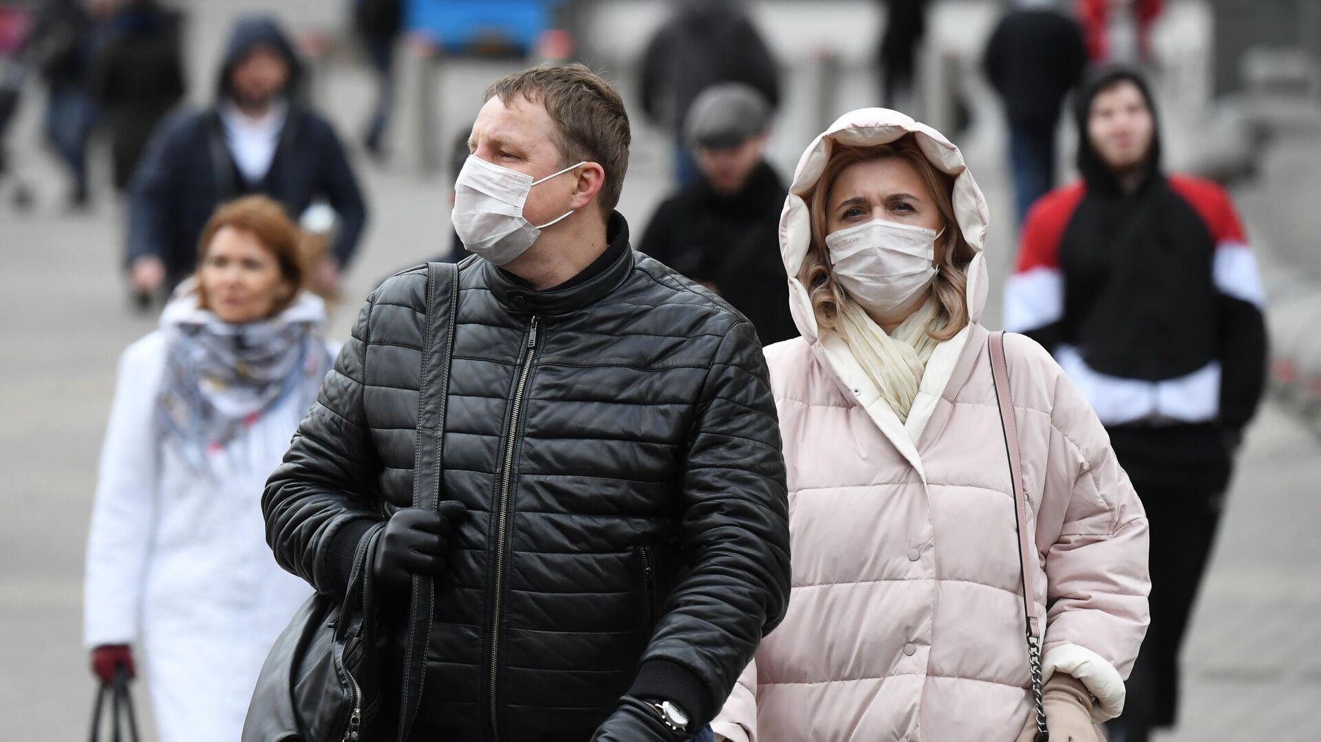 Люди в медицинских масках в Москве - РИА Новости, 1920, 25.01.2021