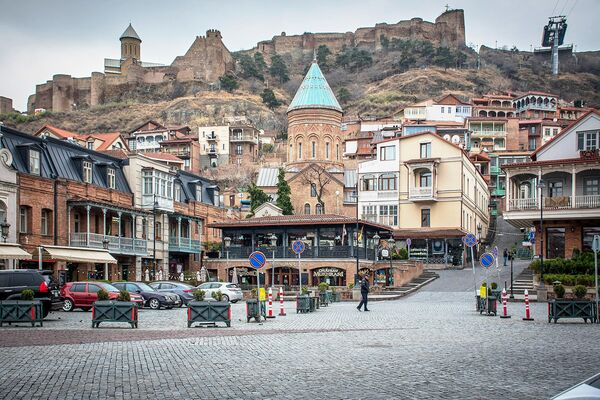 Опустевшие в связи с угрозой заражения вирусом COVID-19 улицы Тбилиси