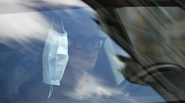 Защитная маска в автомобиле