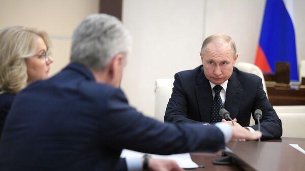 Президент РФ Владимир Путин проводит совещание по ситуации с коронавирусной инфекцией