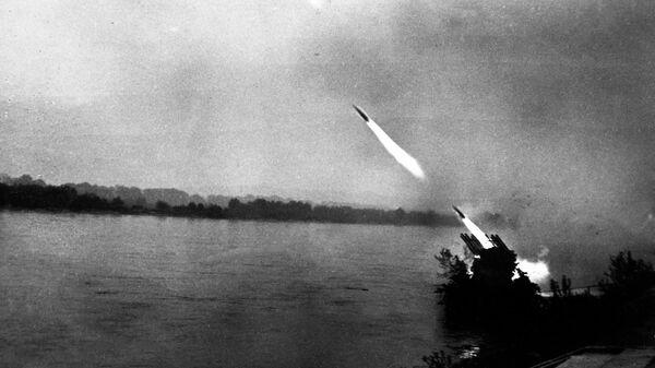 Великая Отечественная война 1941-1945 гг. Братиславско-Брновская наступательная операция. 25 марта - 5 мая 1945 года. Советская боевая машина реактивной артиллерии Катюша ведет огонь по противнику.
