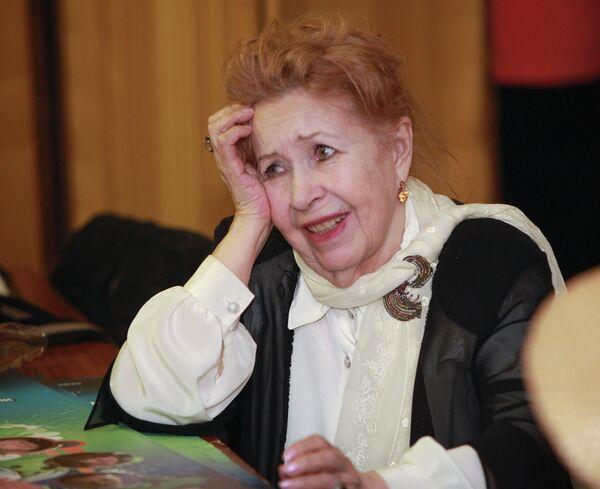 Инна Макарова перед началом первой встречи с народными артистами СССР, России, видными деятелями отечественного кино в Доме кино в рамках нового проекта Киноконцерт