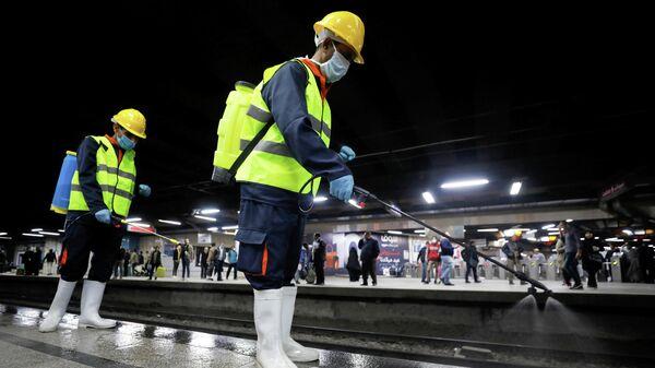 Дезинфекция станции метро в Каире
