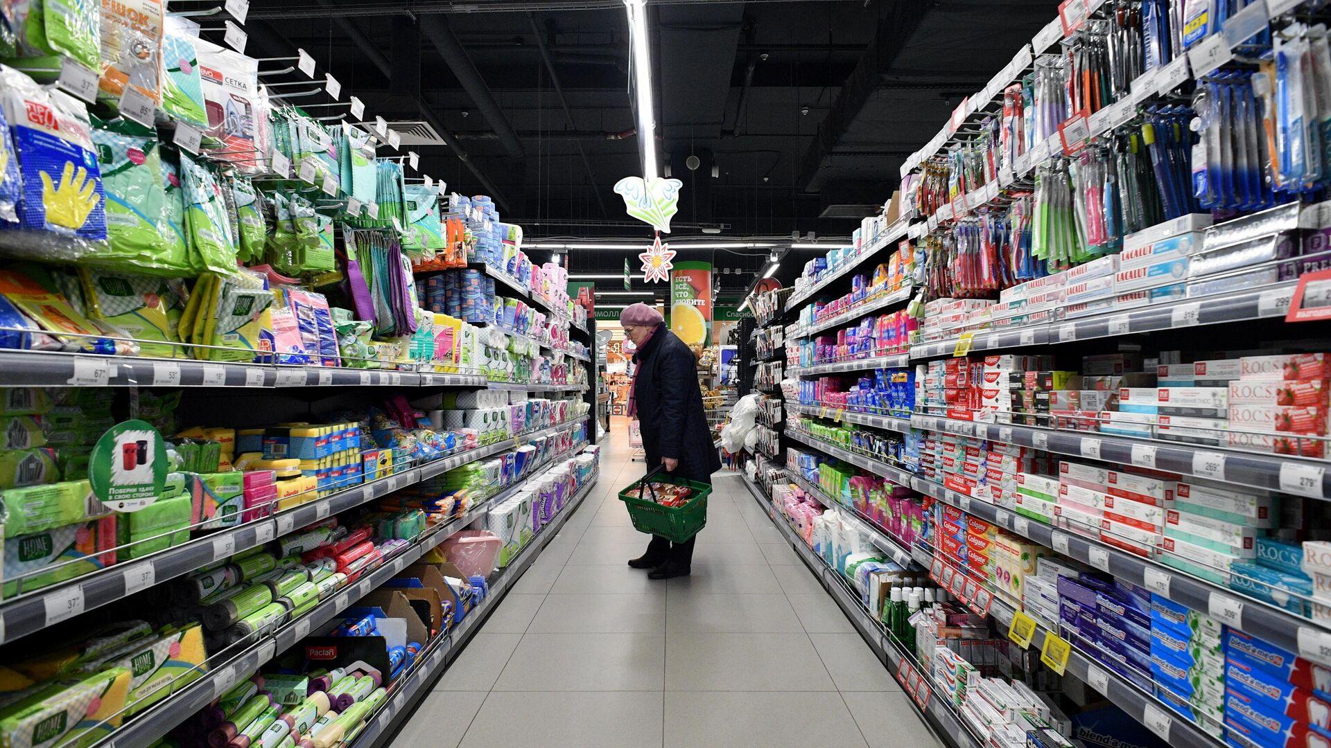 Покупательница в супермаркете - РИА Новости, 1920, 24.09.2020