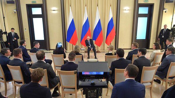 26 марта 2020. Президент РФ Владимир Путин во время встречи с представителями предпринимательского сообщества