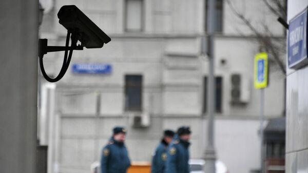 Видеокамера на доме в Москве