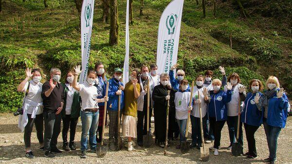 Участники акции Сад памяти