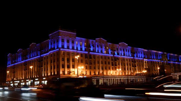 Здание в Москве, подсвеченное синим цветом в рамках международной акции Зажги синим (Light It Up Blue), которая приурочена к Всемирному дню распространения информации об аутизме