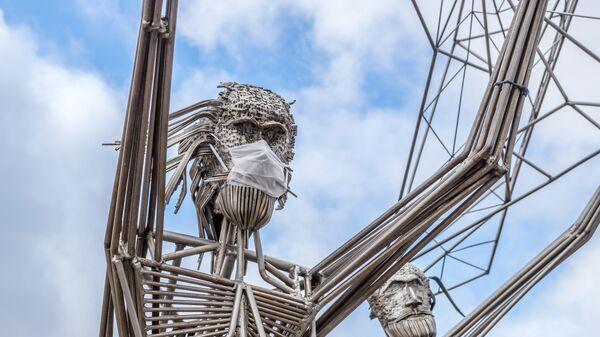 Скульптурный комлекс Рыбаки на набережной Онежского озера в Петрозаводске