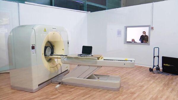 Томограф в полевом госпитале в Бергамо, в котором российские и итальянские специалисты в круглосуточном режиме будут принимать, диагностировать и лечить заболевших коронавирусом COVID-19