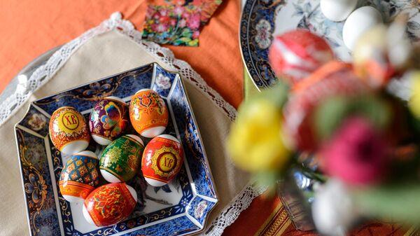 Священник рассказал о традиции биться яйцами на Пасху