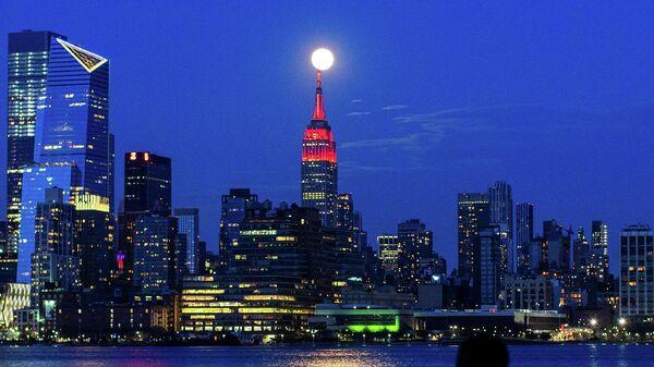 Суперлуние в Нью-Йорке, остров Манхэттен