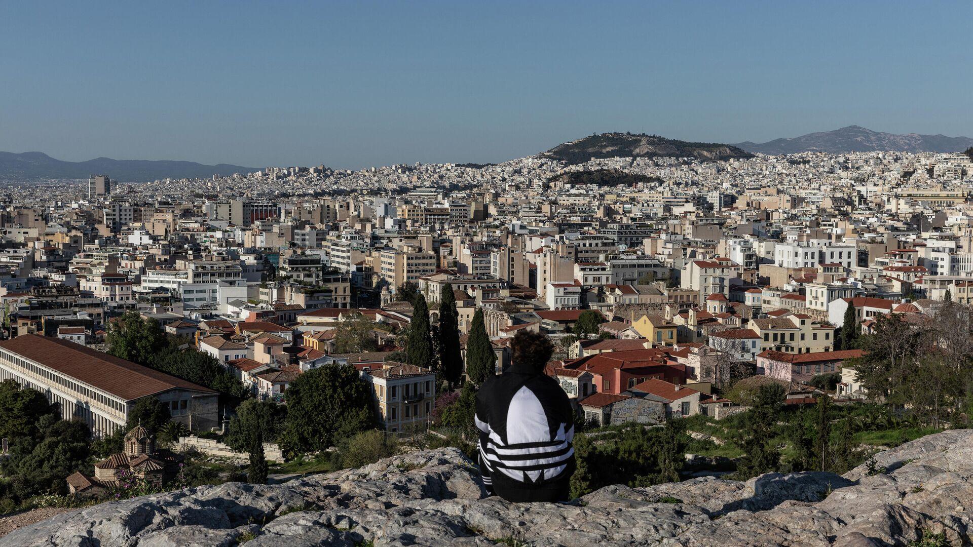 Молодой человек на холме Акрополь в Афинах - РИА Новости, 1920, 03.03.2021