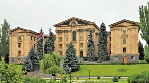 Зданием армянского парламента в Ереване