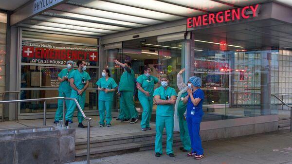 Медики на Манхеттене в Нью-Йорке