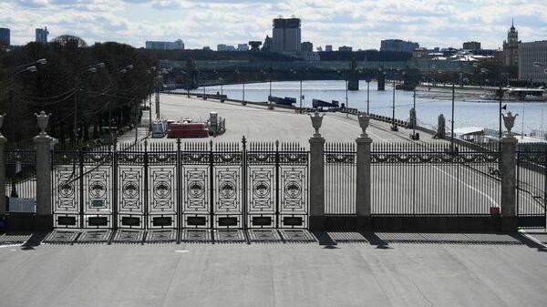 Вид с Крымского моста на территорию ЦПКиО имени М. Горького