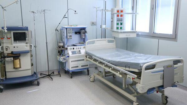 Палата интенсивной терапии для пациентов, заболевших коронавирусом, в Мурманской областной клинической больнице