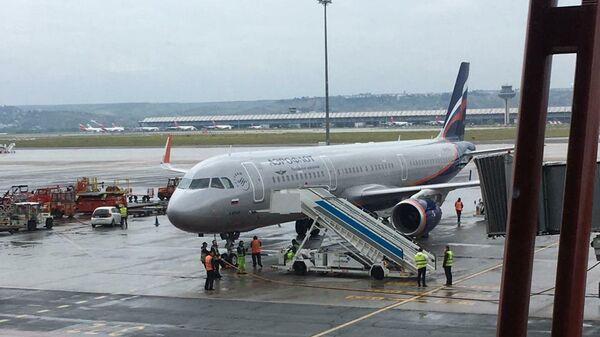 Самолет авиакомпании Аэрофлот в аэропорту Барахас в Мадриде
