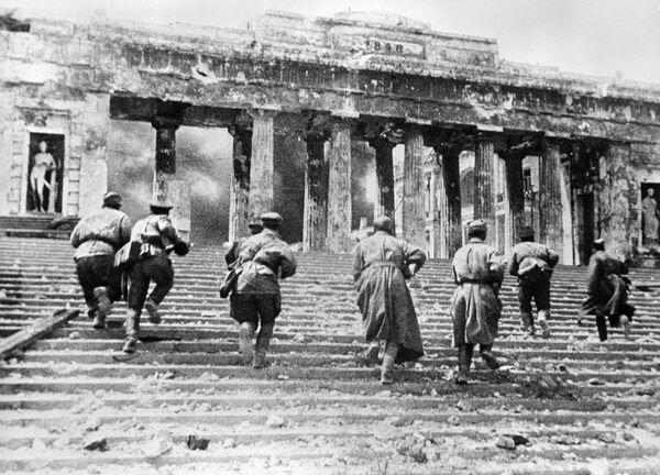 Советские автоматчики ведут бой на Графской пристани