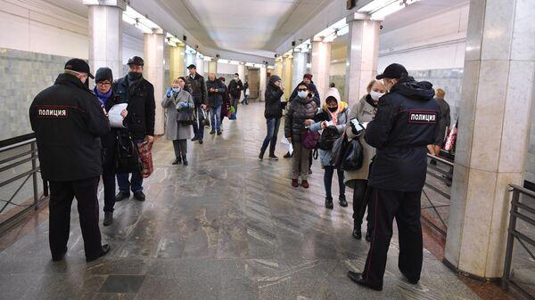 Проверка наличия цифровых пропусков на станции метро Сокольники в Москве