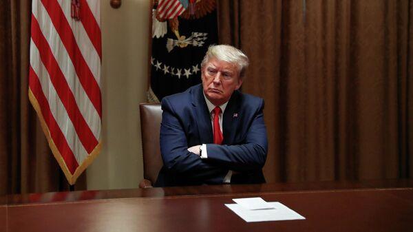 Президент США Дональд Трамп во время встречи с руководителями органов здравоохранения