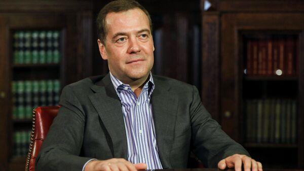 Дмитрий Медведев во время интервью