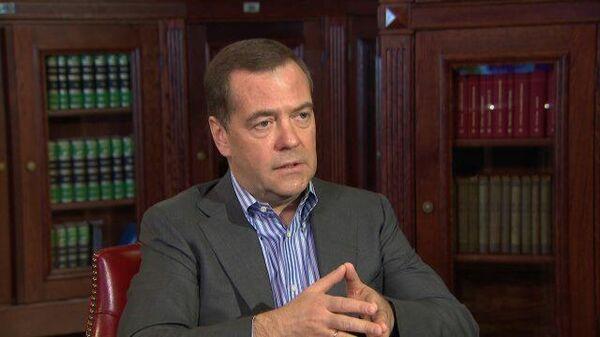 Медведев не исключил введения более жестких мер