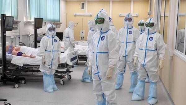 Сотрудники на открытии инфекционного центра в Новой Москве