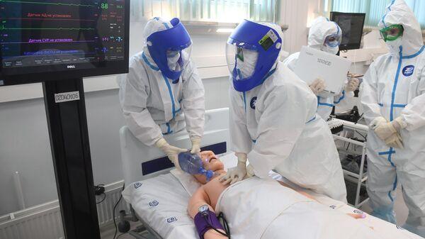 Демонстрация медицинского оборудования на открытии инфекционного центра в Новой Москве