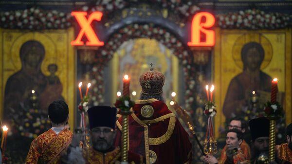 Праздничное пасхальное богослужение в Свято-Троицком кафедральном соборе в Екатеринбурге