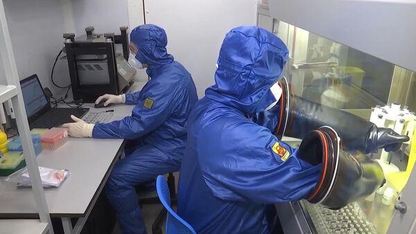 Специалисты Министерства обороны РФ в полевой биолаборатории