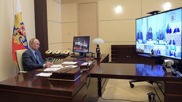 Президент РФ Владимир Путин проводит совещание по вопросу санитарно-эпидемиологической обстановки