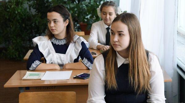 Учащиеся школы началом обязательного итогового сочинения по литературе