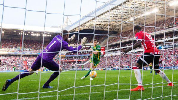 Игровой момент матча чемпионата Нидерландов ПСВ - АДО