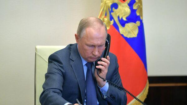 Президент РФ Владимир Путин во время встречи в режиме видеоконференции с губернатором Воронежской области Александром Гусевым
