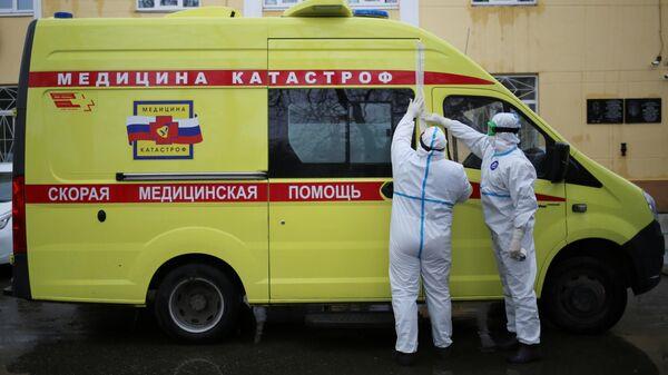 Водитель и фельдшер бригады экстренного реагирования Нижегородского центра медицины катастроф