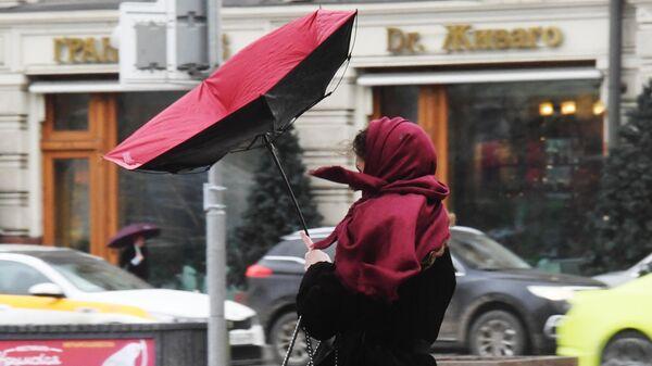 Москвичей предупредили о дожде, сильном ветре и мокром снеге в четверг