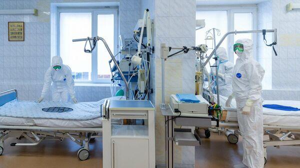 Медицинские работники в коронавирусном стационаре, открытом на базе госпиталя медсанчасти МВД России по Москве