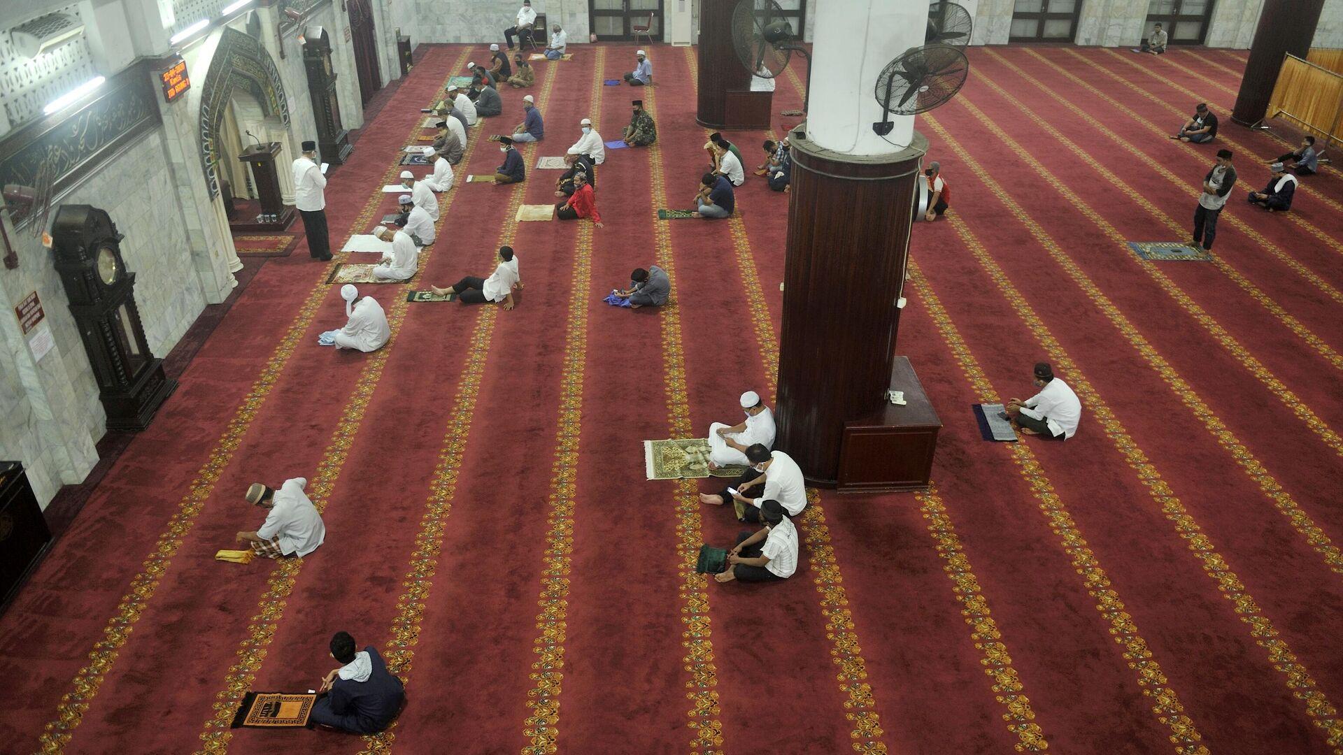 Начало священного для мусульман месяца Рамадан в Индонезии - РИА Новости, 1920, 12.05.2021