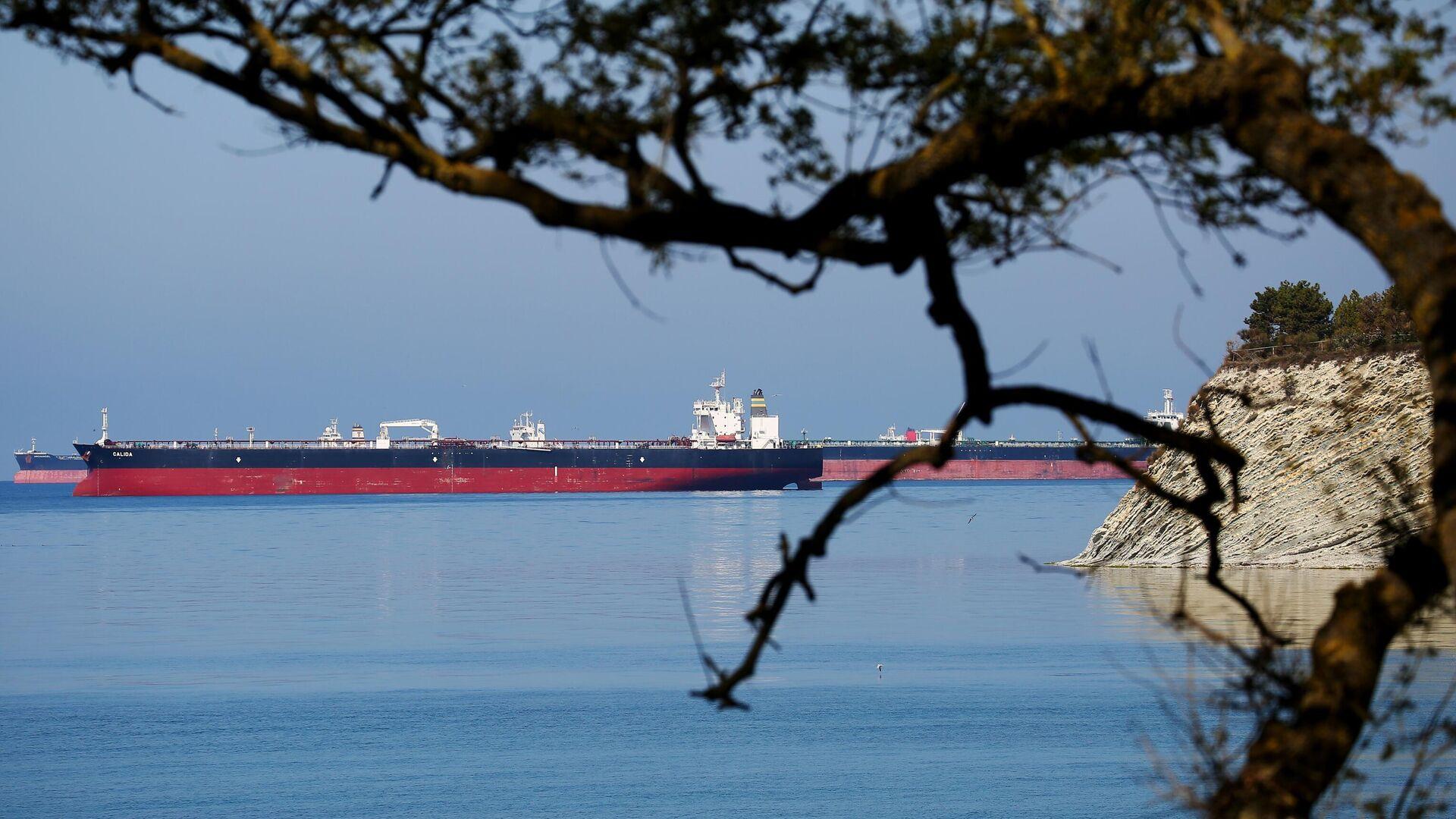 Нефтяные танкеры на рейде в Цемесской бухте - РИА Новости, 1920, 09.05.2021