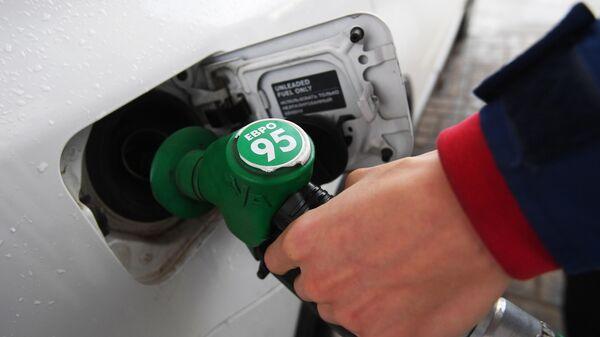 Росстат сообщил о росте цен на бензин в июле