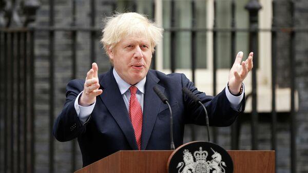 Премьер-министр Великобритании Борис Джонсон во время выступления на Даунинг-стрит, 10
