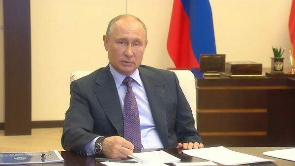 Путин посоветовал губернаторам самим поездить по колдобинам